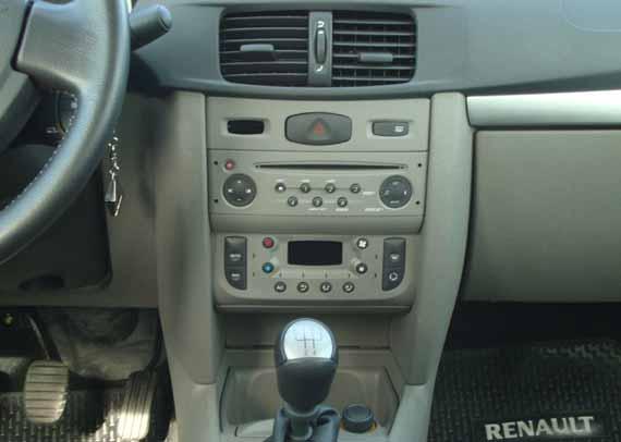 Renault Symbol tablero central