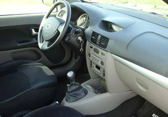 Renault Symbol interior delantero